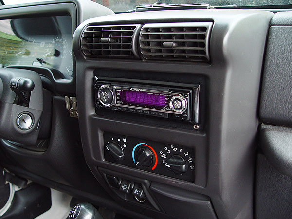 how do you remove the dash radio on a 39 02 wrangler. Black Bedroom Furniture Sets. Home Design Ideas